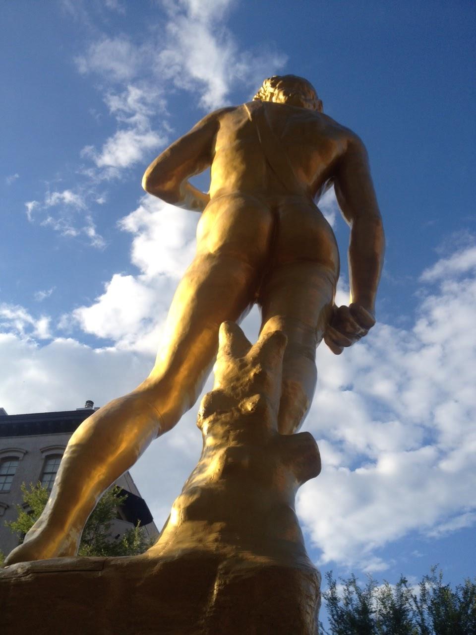 nude-giant-man-blonde-scene-girls